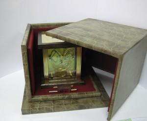 Pendulette à affichage tri-rétrograde (heure, minute, semainier)