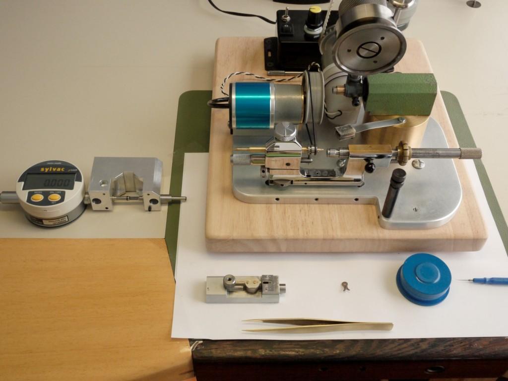 tour à pivoter, steiner, pivofix, strausak, roulage, brunissage, pivotage, variateur horlogerie