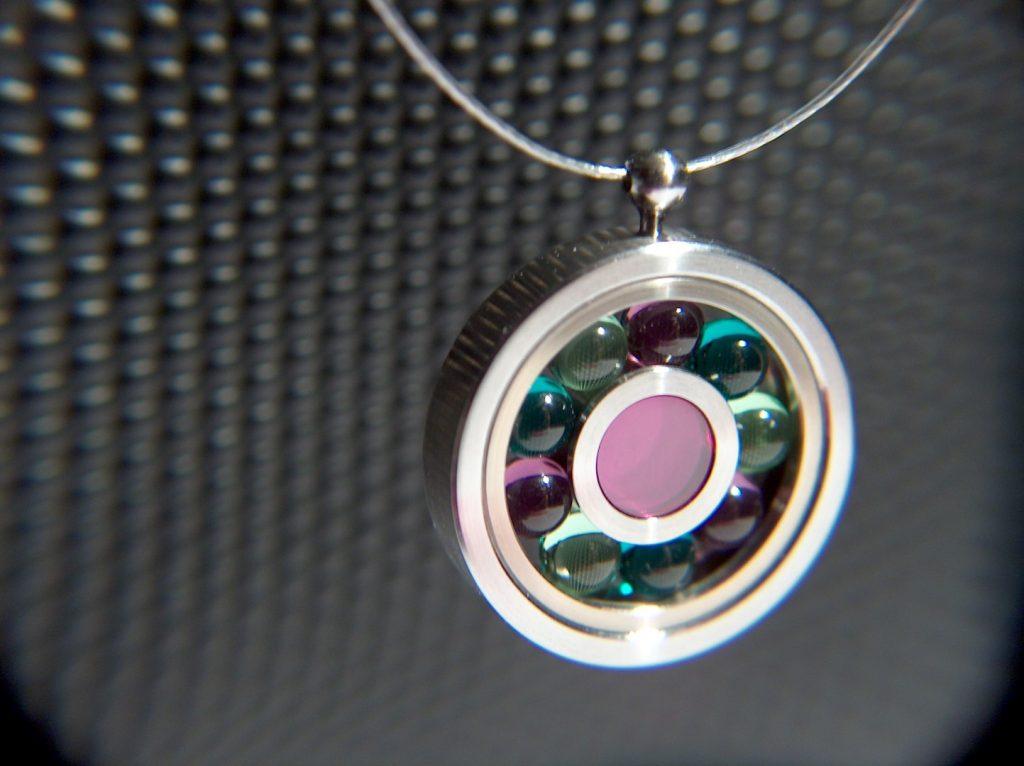 bijoux cinétiques. Cinetic jewels.